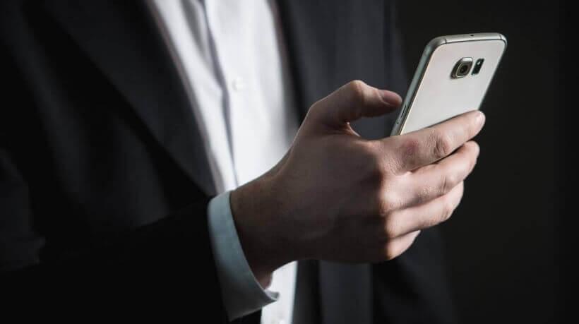Modelo de celular para alugar na Uniir