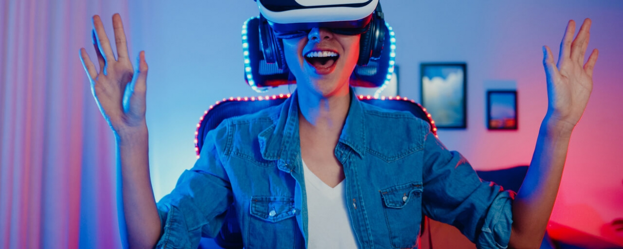 happy-asian-girl-wearing-virtual-reality-glasses-goggles-headset-with-surprise-expression_Easy-Resize.com